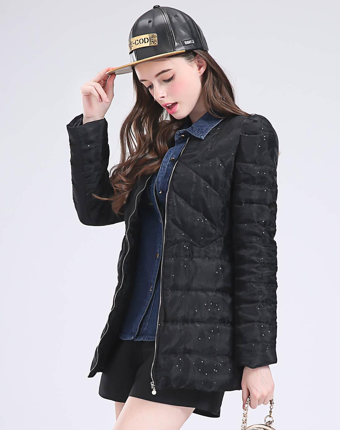 女式黑色羽绒服
