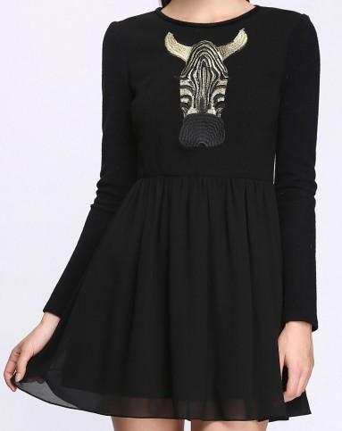 黑色动物绣花图案连衣裙