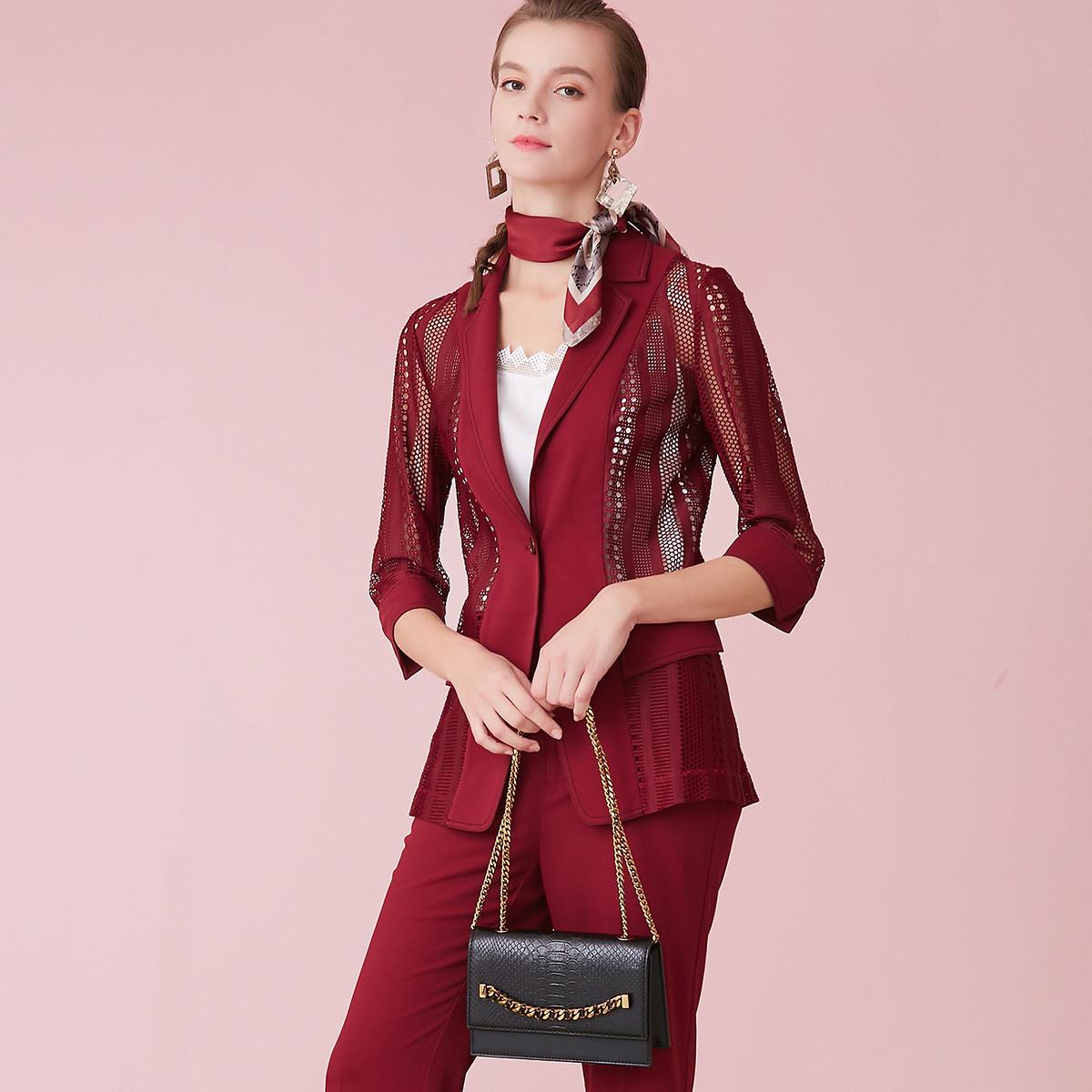 粉蓝衣橱【热销新品】舒适垂顺耐磨H型时尚镂空拼接翻领女式外套501W662038