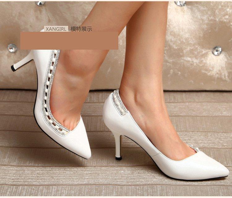 白色时尚水钻花边单鞋