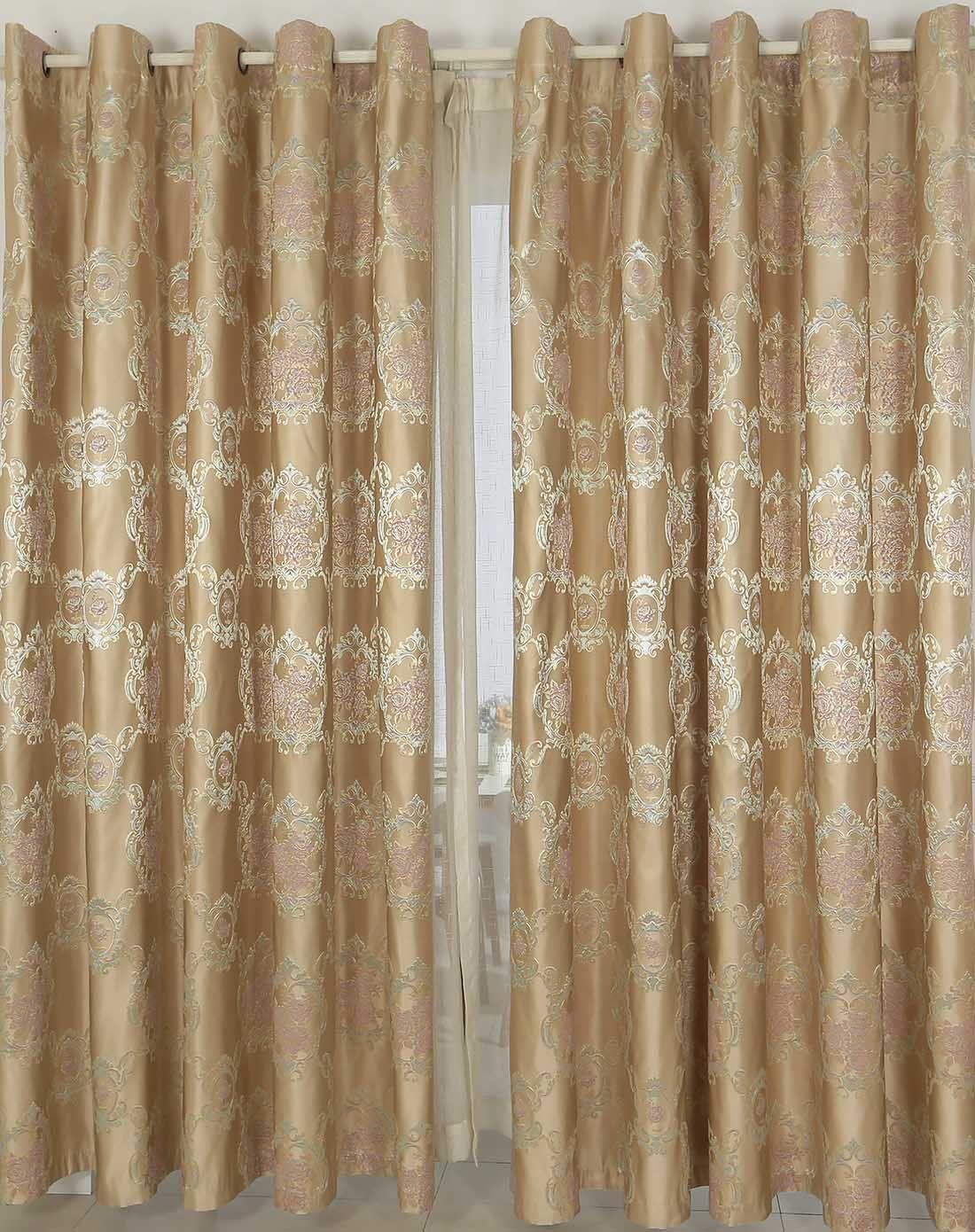 窗帘挂钩式和打孔式