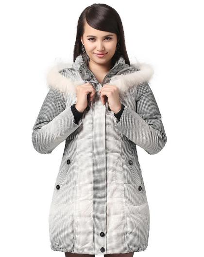 女款米色中长款加厚羽绒服