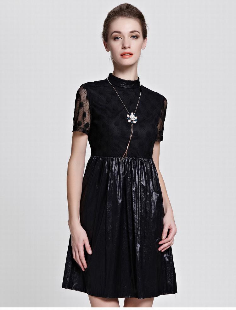梭织高领短袖连衣裙           经典大方的圆领设计,展现女性锁骨的图片