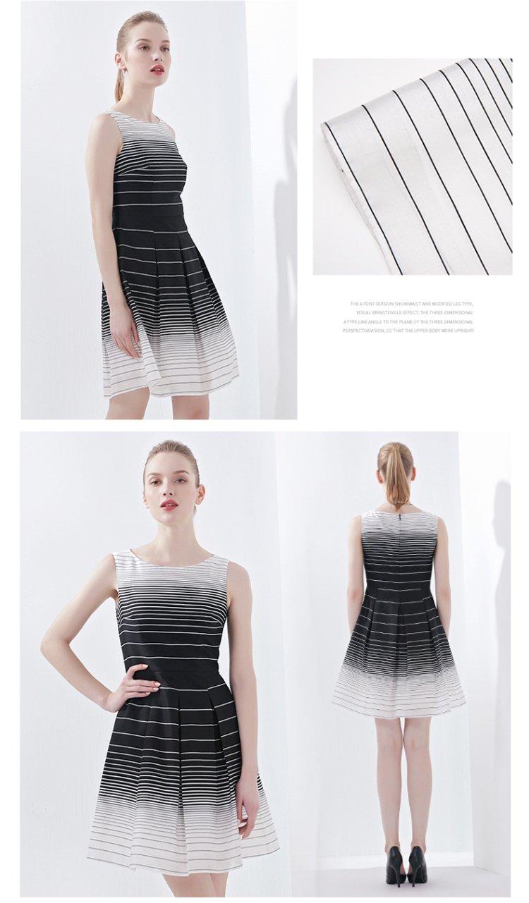 黑白定位条纹休闲连衣裙黑白