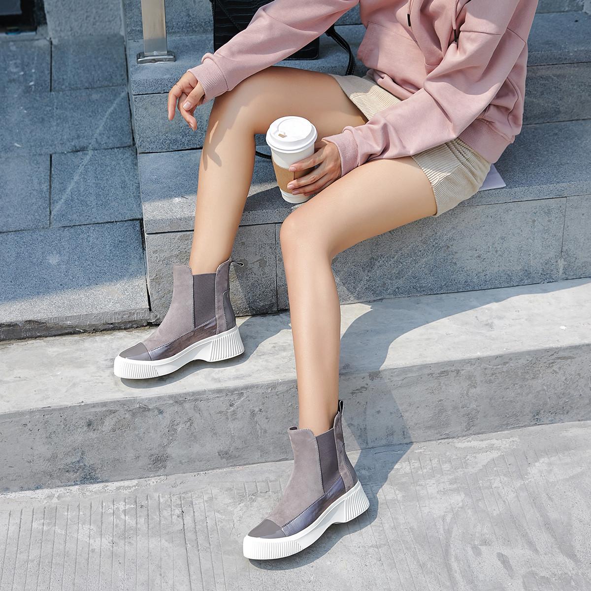 金利来2019新款休闲靴子冬季女鞋牛皮革/羊皮革粗跟女短靴切尔西靴62094008230P