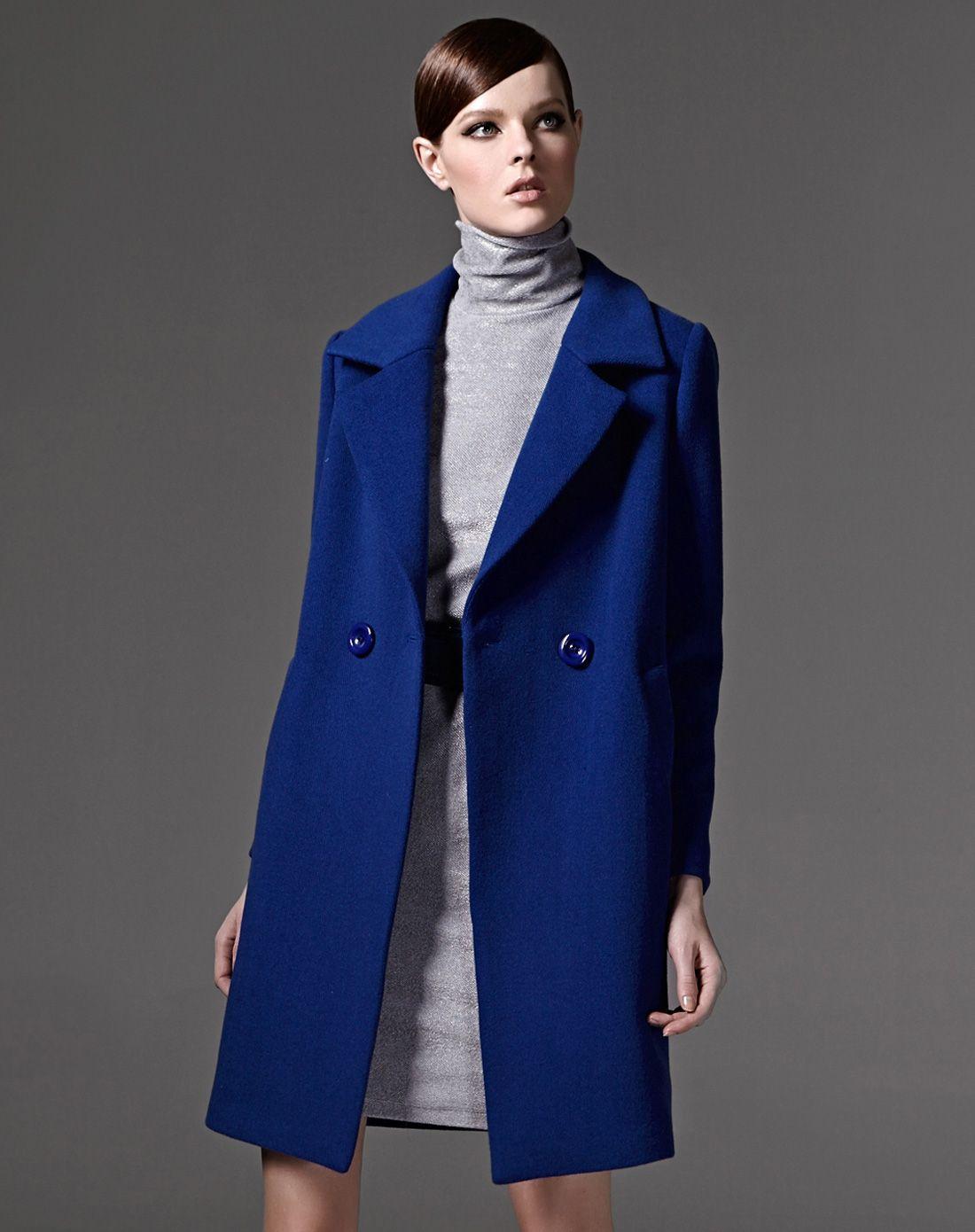 女蓝色大衣