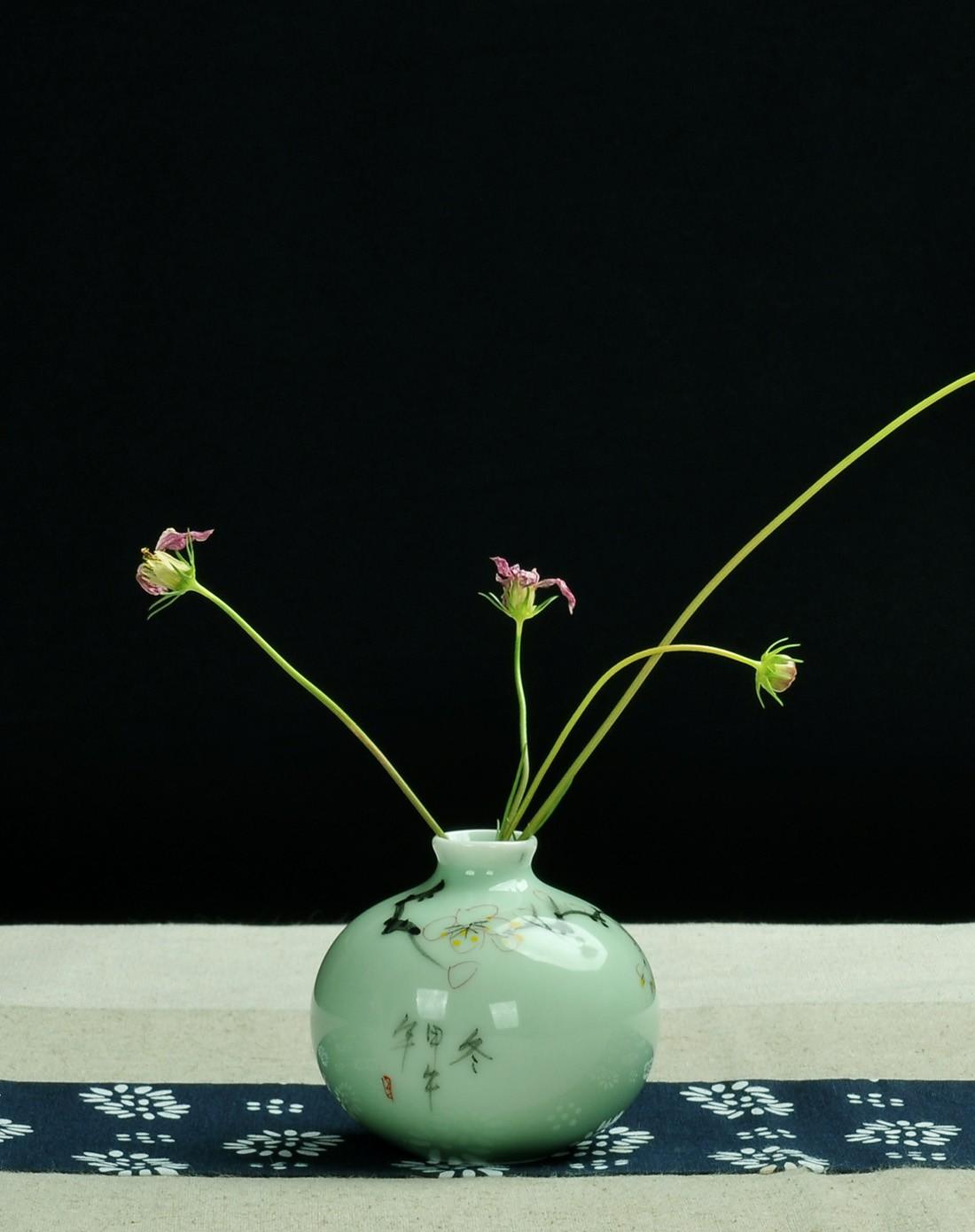 寒冬天地方圆梅花 创意个性花插图片